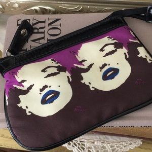 Handbags - 🌺Betsey Johnson Marilyn Makeup Bag